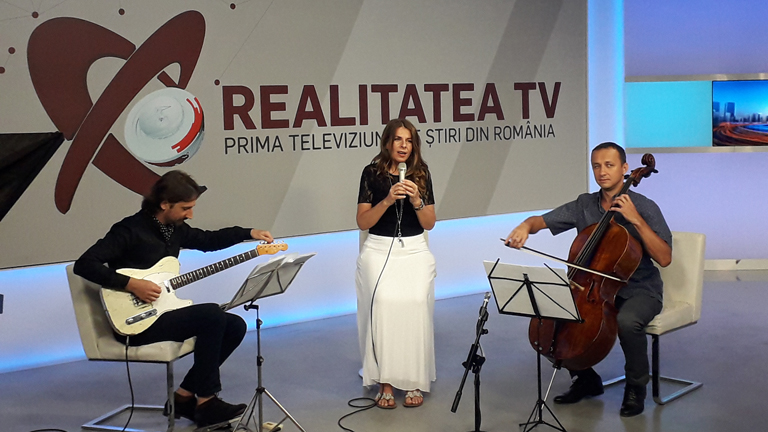 Teodora Enache on Octavian Hoandră's chat show at Realitatea TV